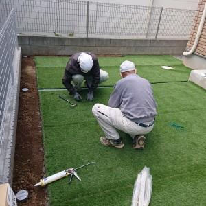 知久邸人工芝敷き1